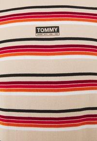 Tommy Jeans - DYE STRIPE TEE - Print T-shirt - smooth stone/multi - 2