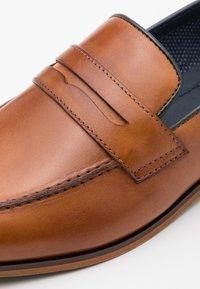 Pier One - LEATHER - Elegantní nazouvací boty - camel - 5