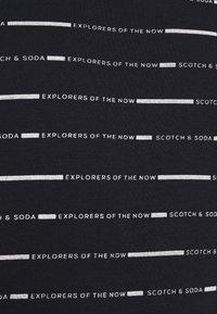 Scotch & Soda - SHORT SLEEVE TEE WITH ALLOVER PRINT - Print T-shirt - combo - 5