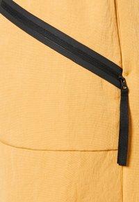 Nike Sportswear - Pantalon classique - bucktan - 5