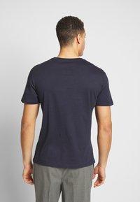 Pier One - 3 PACK - T-shirts basic - white/dark blue/red - 3