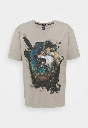 LUMOS WILDLIFE TEE - T-shirts med print - beige