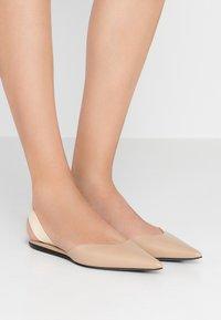 Proenza Schouler - Slingback ballet pumps - deserto/cream - 0