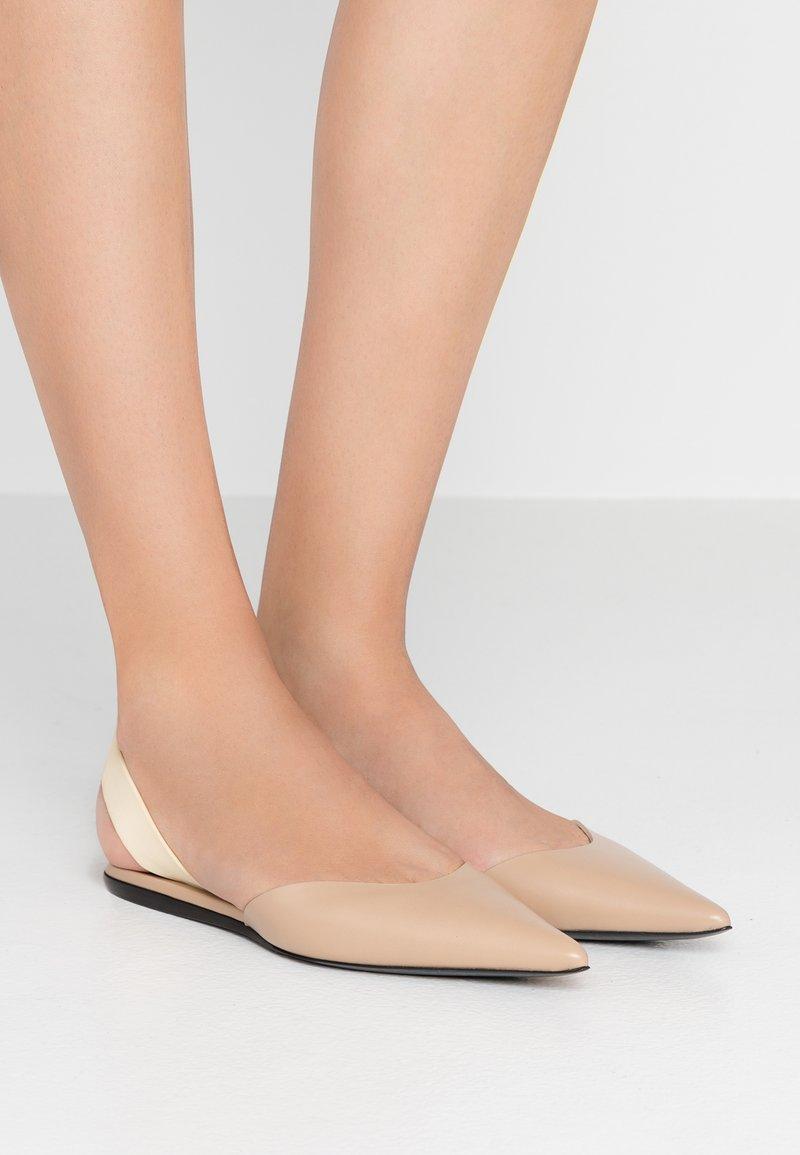 Proenza Schouler - Slingback ballet pumps - deserto/cream