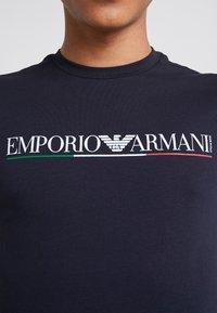 Emporio Armani - Print T-shirt - blu navy - 5