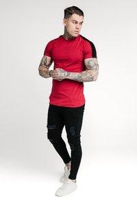 SIKSILK - IMPERIAL RAGLAN GYM TEE - Basic T-shirt - dark red - 1