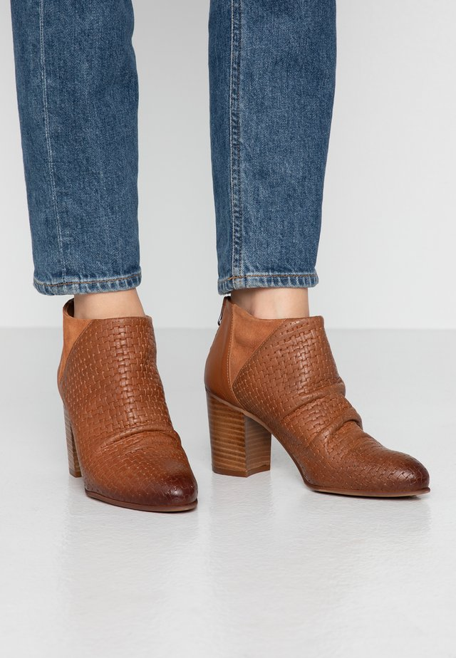 MATILDE - Ankle boots - light trecci