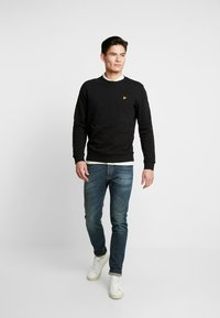 Lyle & Scott - CREW NECK - Felpa - jet black - 1