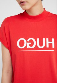 HUGO - DENNALINA - Print T-shirt - red/white - 5