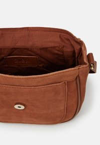 Zign - LEATHER - Across body bag - cognac - 2