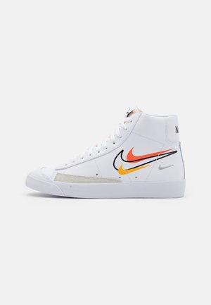 BLAZER MID '77 VNTG - Vysoké tenisky - white/black/team orange/university gold/light smoke grey/summit white