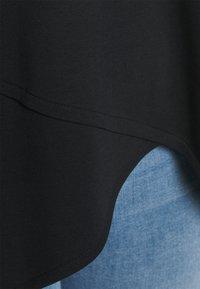 NU-IN - ASYMMETRIC LONG  - T-shirts med print - black - 4
