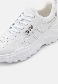 Versace Jeans Couture - Trainers - white - 6