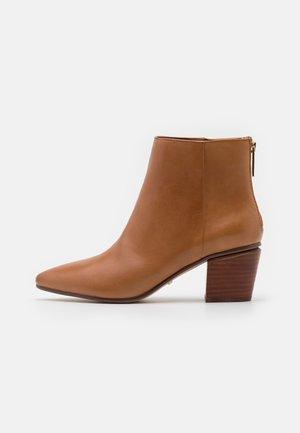 MARANNE - Classic ankle boots - cognac
