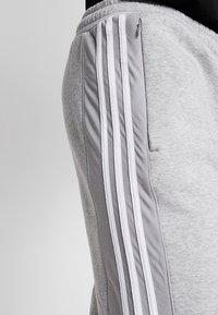 adidas Originals - OUTLINE REGULAR TRACK PANTS - Pantalones deportivos - medium grey heather - 3