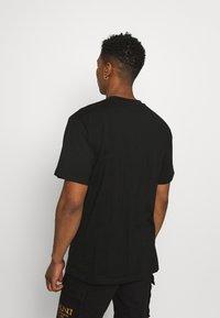 Karl Kani - SIGNATURE TEE UNISEX  - T-shirt med print - black - 2