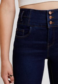 New Look - SUPER - Jeans Skinny Fit - mid blue - 3