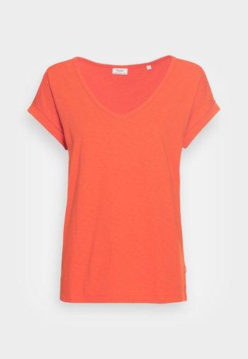 SHORT-SLEEVE WIDE BODYSHAPE V-NECK - T-shirts - fire red