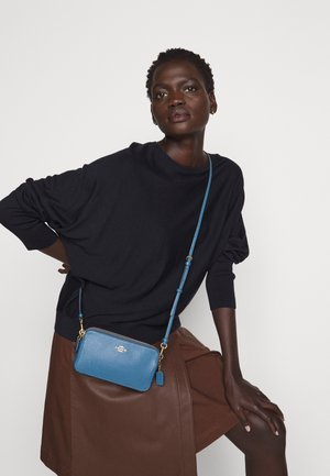 POLISHED PEBBLE KIRA CROSSBODY - Umhängetasche - lake
