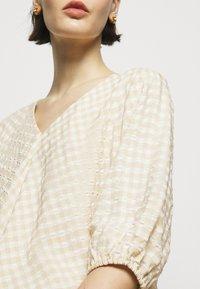 Bruuns Bazaar - SEER ALLURE DRESS - Day dress - sand/white check - 6