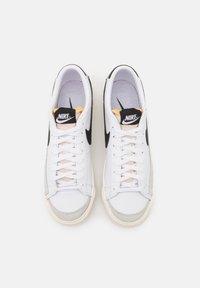 Nike Sportswear - BLAZER '77 - Trainers - white/black - 6