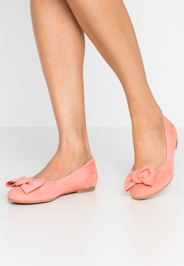 WIDE FIT CARLA - Ballet pumps - camelia