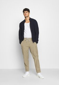Levi's® - TAPER PULL ON II - Chinos - brindle - 1