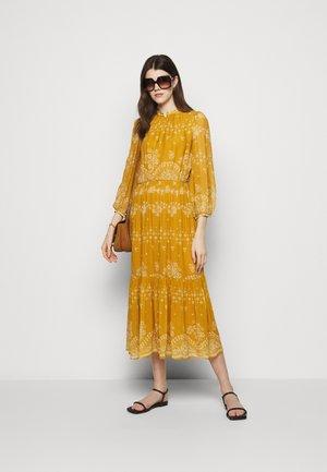 NOISETTE - Maxi dress - orange