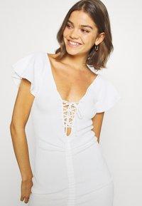 Missguided - RUCHE FRONT MIDI DRESS - Shift dress - white - 3
