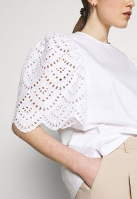 Carin Wester - BLOUSE ANDIE - Bluse - bright white - 6
