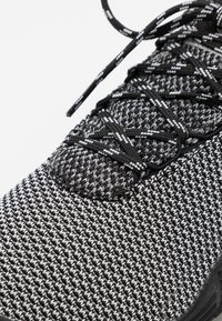 Merrell - MOVE GLOVE - Minimalist running shoes - black/white - 5