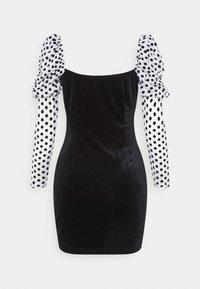 Missguided - VELVET FLOCKED SPOT SLEEVE DRESS - Cocktail dress / Party dress - black - 1
