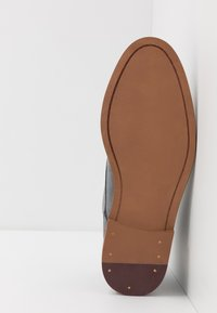 Burton Menswear London - BRAN CHUKKA - Veterschoenen - grey - 4