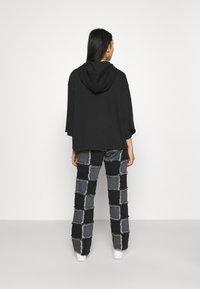 Nike Sportswear - Mikina skapucí - black/smoke grey - 2