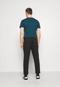 GAP - EASY PANT - Spodnie materiałowe - moonless night - 2