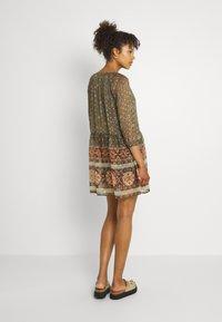 Vero Moda - VMBOHEMEA SHORT DRESS - Sukienka letnia - ivy green/bohemea - 2