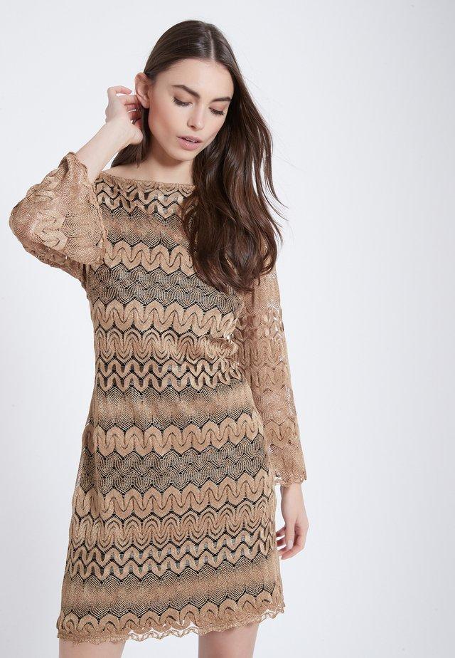 AWYBE - Gebreide jurk - beige