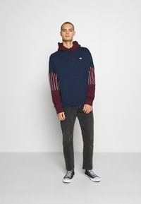 adidas Originals - SUMMER HOODY - Sweat à capuche - conavy/maroon - 1