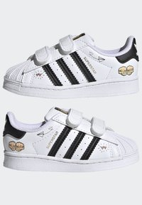 adidas Originals - SUPERSTAR SHOES - Sneakers laag - ftwr white/core black/gold met. - 5
