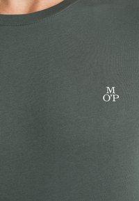 Marc O'Polo - LONG SLEEVE ROUND NECK - Long sleeved top - mangrove - 5