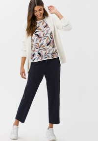 BRAX - STYLE ANIQUE - Cardigan - ivory - 1
