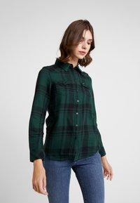 Wrangler - REGULAR WESTERN - Skjorte - pine - 0