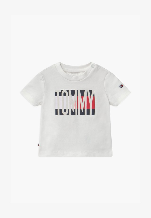 BABY FLAG TEE - Print T-shirt - white