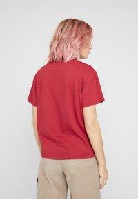 Kickers Classics - BOY TEE WITH TRIM - T-shirt imprimé - red - 2