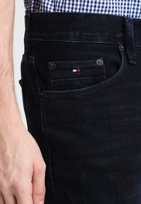 Tommy Hilfiger - DENTON - Straight leg jeans - blue black - 3