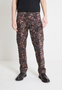 Levi's® - Pantaloni cargo - spodumeme - 3