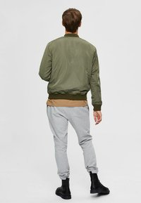Selected Homme - Bombertakki - dusty olive - 2