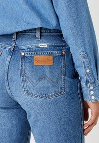 Wrangler - WILD WEST - Straight leg jeans - bluebell - 4
