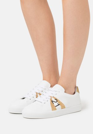 GYMNIC - Trainers - white/gold