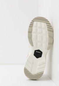 Merrell - BOULDER RANGE - Outdoorschoenen - white - 4